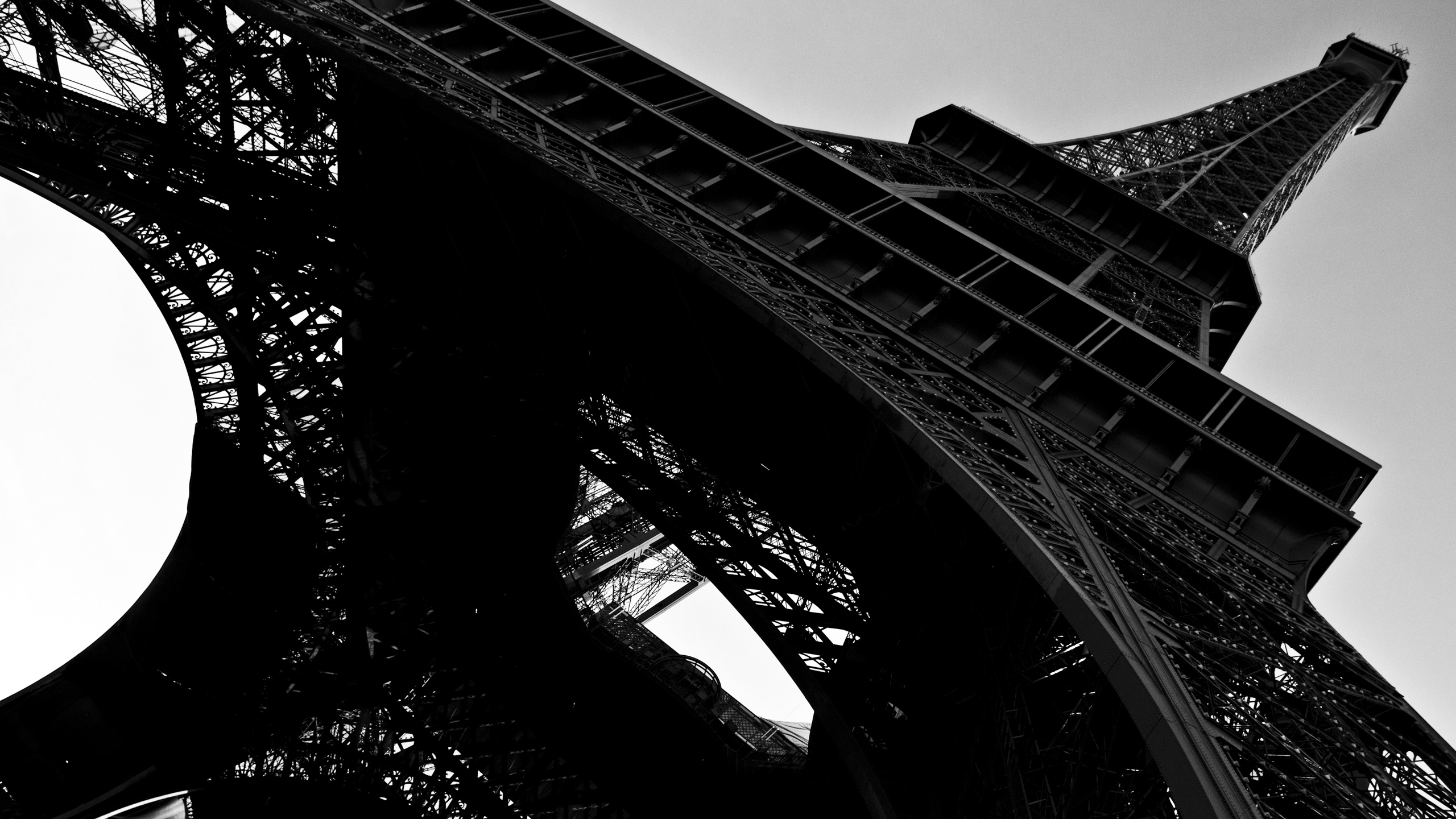 _Eiffel_tower_close-up__black-and-white_photo_058397_